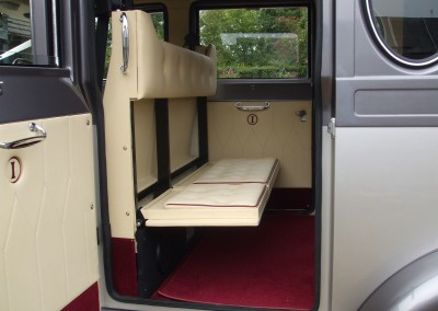 Tilly's large opening doors makes it easy for the six passengers